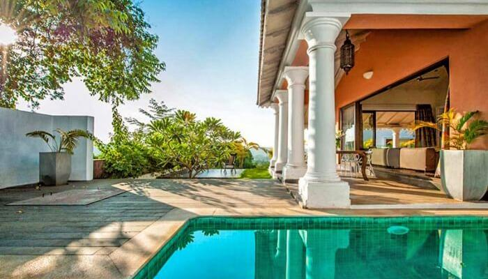 renting luxury villas